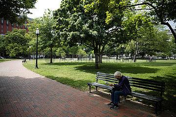 U.S.-WASHINGTON  D.C.-COVID-19-VACCINATION-DAILY LIFE
