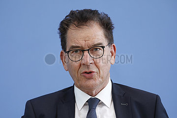 Bundespressekonferenz zum Thema: Bericht der Fachkommission Fluchtursachen