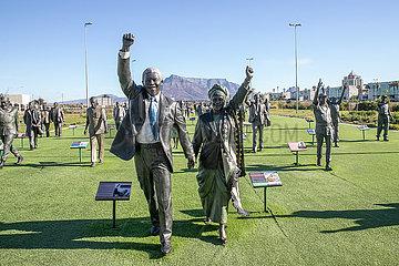 SÜDAFRIKA-CAPE TOWN-FREEDOM-BRONZE STATUES