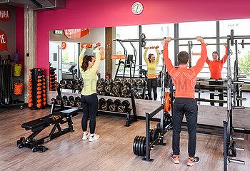 Fitnesstraining in Zeiten der Corona Pandemie  Oeffnung FitX Fitnesstudio  Lockerungen in Essen  Nordrhein-Westfalen  Deutschland
