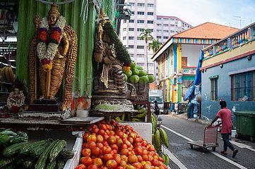 Singapur  Republik Singapur  Alltaegliche Strassenszene mit Lebensmittelgeschaeft in Little India
