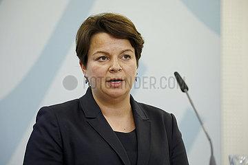 Pressekonferenz im Bundesministerium fuer Familie  Senioren  Frauen und Jugend zur Bilanz des Runden Tisches  Gemeinsam gegen Gewalt an Frauen