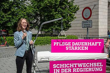 Bayerische Grüne demonstrieren für Pflegekräfte