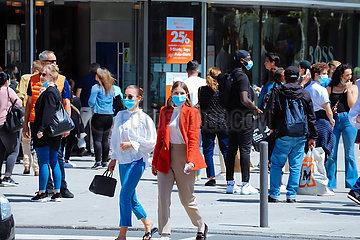 Öffnung der Einkaufsmeile Zeil nach der Dritten Welle im Corona