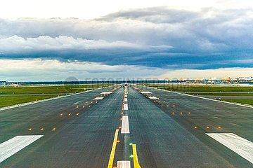 Startbahn auf dem Frankfurter Flughafen | runway at Frankfurt Airport