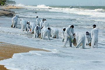 SRI LANKA-COLOMBO-SINKING gefäß DEBRIS CLEANING