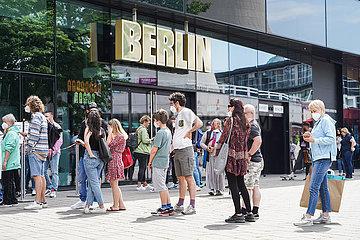 DEUTSCHLAND-BERLIN-COVID-19-incidence-DROP
