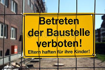 Deutschland  Bremen - Schild: Betreten der Baustelle verboten