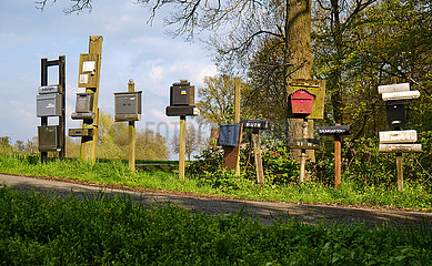 Deutschland  Bremen - Briefkaesten von Anwohnern im Landschaftsschutzgebiet Blockland