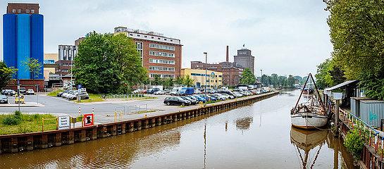 Hafen mit Peter Kölln Werk an der Krückau
