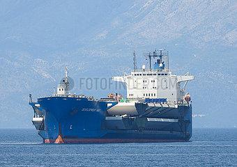 KROATIEN-PLOCE-CARGO SHIP-PELJESAC BRIDGE