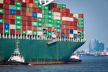 Containerschiff Thalassa Hellas auf der Elbe