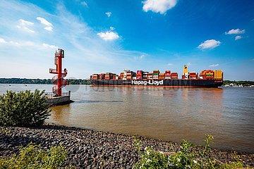 LNG Containerschiff Brussels Express auf der Elbe