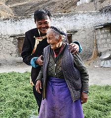 (InTibet) CHINA-TIBET-EHEMALIGE SERF-NEW LIFE-Tsering Yangzom (CN)