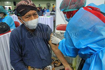 INDONESIEN-YOGYAKARTA-IMPFUNG-COVID-19