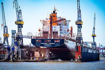 Yorktown Express im Dock der Blohm und Voss Schiffswerft