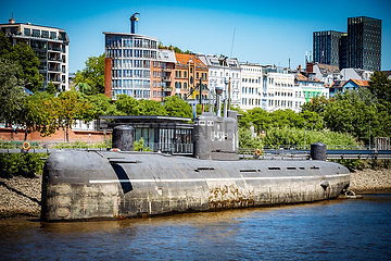 U-Bootmuseum mit U-434 auf der Elbe