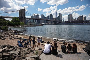 US--NEW YORK-COVID-19-BESCHRäNKUNGEN-HEBEN