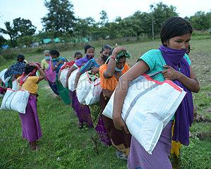 INDIA-AGARTALA-NEEDY PEOPLE-FOOD DISTRIBUTION