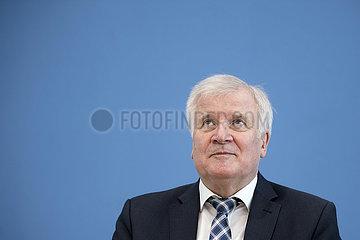 Horst Seehofer  Verfassungsschutzbericht