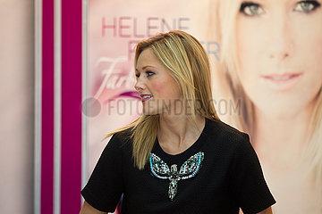 Helene Fischer Autogrammstunde im Einkaufszentrum in Altwarmb?chen in Isernhagen
