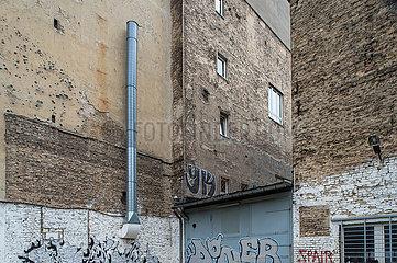 Berlin  Deutschland - Brandmauern in einer Bauluecke
