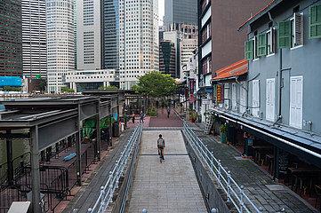 Singapur  Republik Singapur  Ausgehviertel und Gewerbezone am Boat Quay mit Geschaeftsviertel waehrend andauernder Coronakrise (Covid-19)