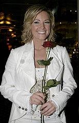 Saengerin Helene Fischer mit einer Rose auf der Aftershow im Maritim Hotel nach dem Fruehlingsfest der Volksmusik in Halle Saale