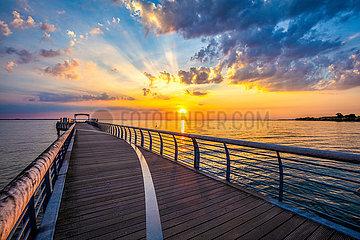 Sonnenaufgang an der Seebrücke von Niendorf
