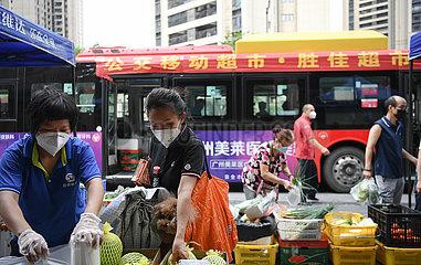 CHINA-GUANGDONG-GUANGZHOU-COVID-19-BUS-BASED MOBILE MARKET (CN)