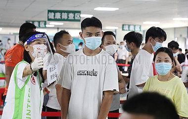 Xinhua Schlagzeilen: China verwaltet 1 bln COVID-19 Impfdosen