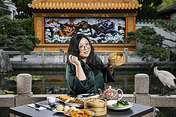 Austrlia-SYDNEY-CHINESE CUISINE-TV-Moderator
