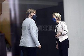 Ursula von der Leyen  Angela Merkel