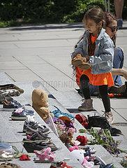 Xinhua Schlagzeilen: Hunderte von nicht gekennzeichneten Gräbern enthüllen Spitze der kanadischen völkermord Geschichte