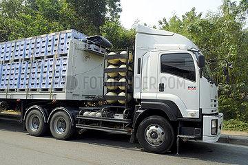 gasbetriebener Sattelschlepper  LKw  Kanchanaburi  Thailand  Asien | gas powered semi-trailer truck  truck  Kanchanaburi  Thailand  Asia