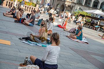 Querdenken: Esoterische Meditationsdemo in München