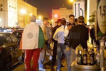 Fans und Junge Leute feiern in München