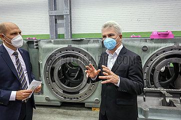 NEA baut Kompressoranlagen zur Verdichtung von H2  Wirtschaftsminister Andreas Pinkwart besucht das Unternehmen  Uebach-Palenberg  Nordrhein-Westfalen  Deutschland