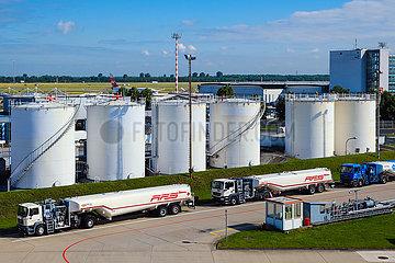 Flugbenzin Lagertanks am Flughafen Duesseldorf.  Nordrhein-Westfalen  Deutschland
