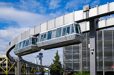 SkyTrain  Kabinenbahn am Flughafen Duesseldorf  Nordrhein-Westfalen  Deutschland