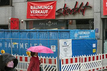 Raeumungsverkauf beim Fashionladen stierblut in Muenchen  06.05.2021