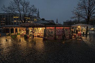 Viktualienmarkt abends  waehrend hartem Lockdown  Muenchen  28.12.2020