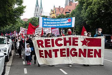 Demo: Reiche Enteignen
