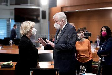Monika Gruetters  Horst Seehofer  Kabinett