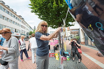 Autonomes Frauenhaus und Omas gegen Rechts Frauentagsaktion