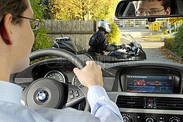 Fahrzeugelekronik der Zukunft  BMW mit elektronischem Warnassistent  2006