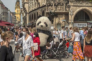 Marienplatz  Samstag  viele Menschen unterwegs  24.07.2021