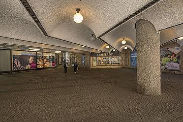 Eingang Galeria Karstadt  Nuernberg  31. Mai 2021