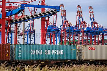 Hamburger Hafen ist der Endpunkt der maritimen Seidenstrasse nach China  Hamburg  Deutschland  Europa