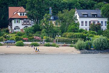 Wohnhaeuser am Elbstrand  Hamburg  Deutschland  Europa